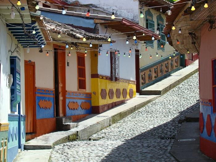 Прогулка по улице в Боготе.