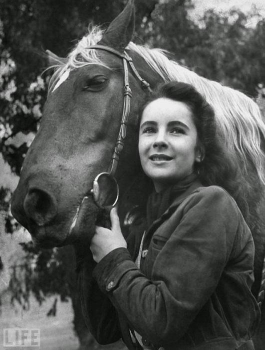 В 1944 году, Элизабет сыграла юную наездницу в фильме «Национальный бархат».