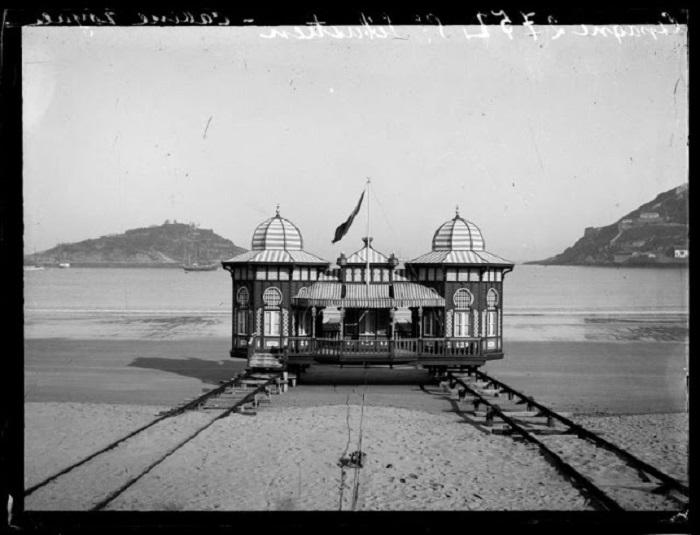 Передвижная купальная кабинка в Сан-Себастьяне. Испания, 1908 год.