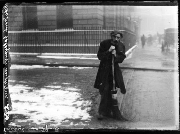 Дворник. Великобритания, Лондон, 1908 год.