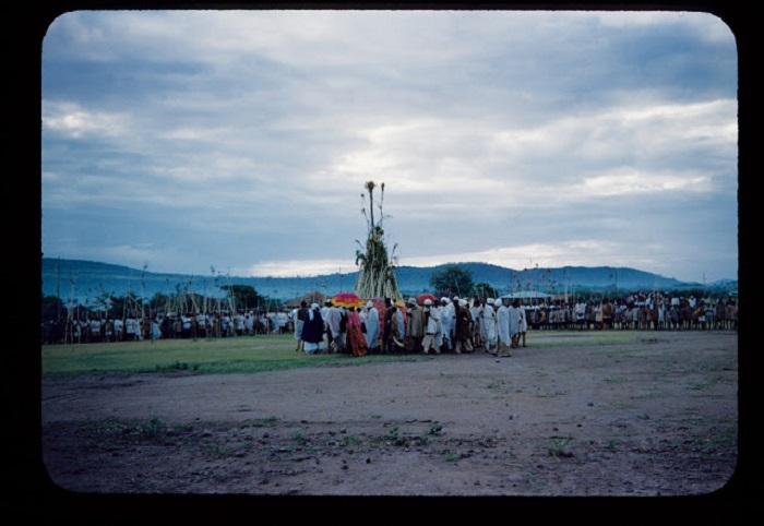Обряды и деревенские праздники отмечаются всей деревней.