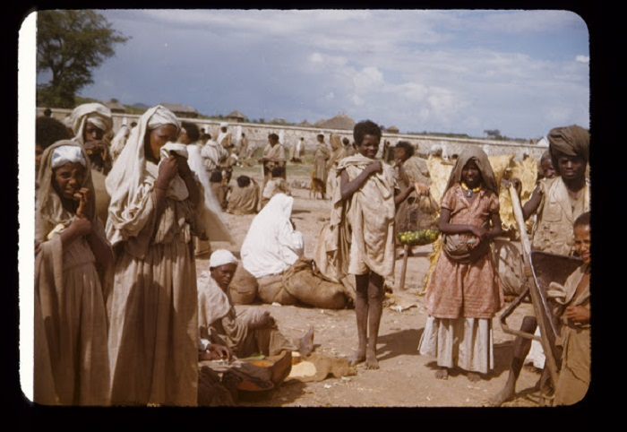 Обычный день эфиопов, жителей Восточной Африки.