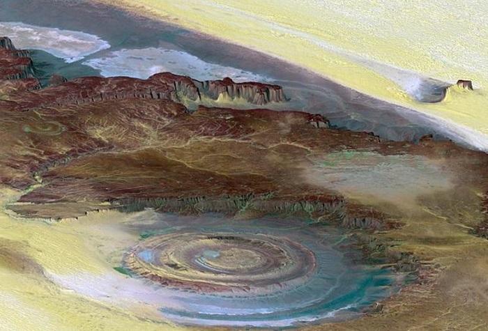 Геологическое образование, расположенное в мавританской части пустыни Сахара.