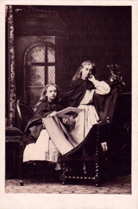 Работа под патронажем Королевы Виктории давала уникальную возможность фотографу снимать членов королевской семьи, знаменитостей, аристократов и государственных деятелей.