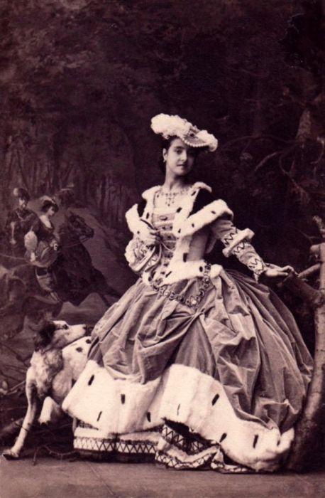 Популярная итальянская певица в роли Харриет из оперы «Марта» Фридриха фон Флотова.