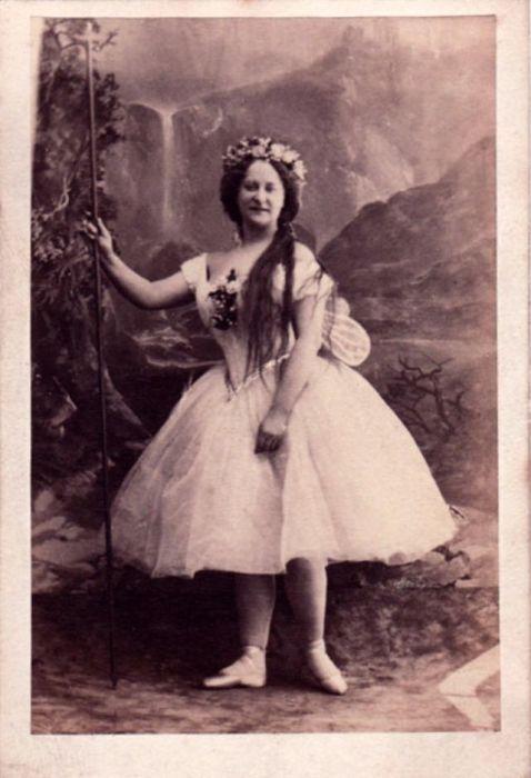 Британская актриса в роли царицы фей и эльфов Титании из комедии У. Шекспира «Сон в летнюю ночь».