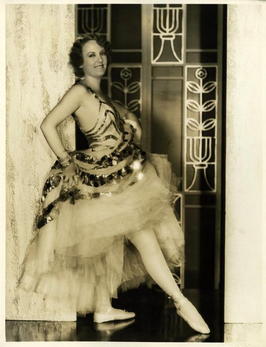 Кармел Майерс - актриса коротких немых фильмов, удостоившаяся звезды  на Голливудской аллее славы.