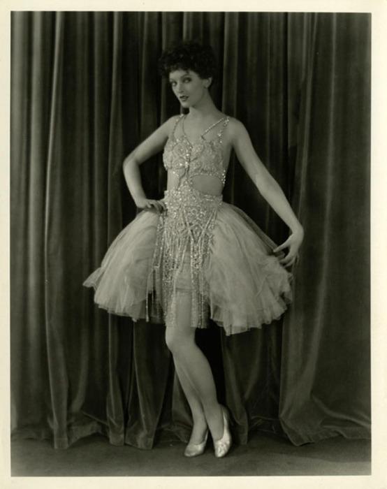 Мирна Лой играла роли роковых, восточных или экзотических женщин.