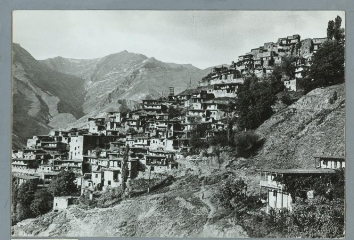 Традиционное небольшое постоянное поселение в Дагестане, стоящее на горном склоне.