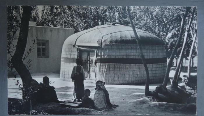 Небольшая юрта уютно расположилась в одном из туркменских дворов.