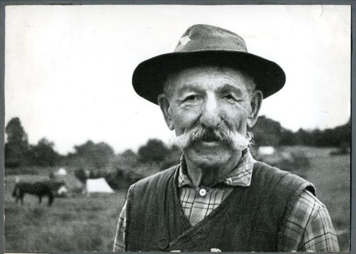 Фотопортрет пожилого мужчины с роскошными седыми усами, созданный Георгием Аргиропуло.