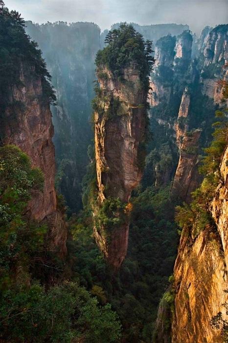 Уникально высокие и тонкие горы.