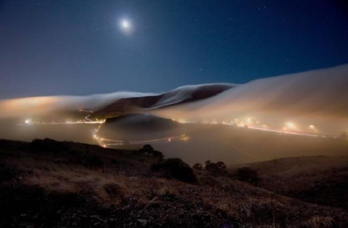 Мистический туман накрыл полностью весь город.