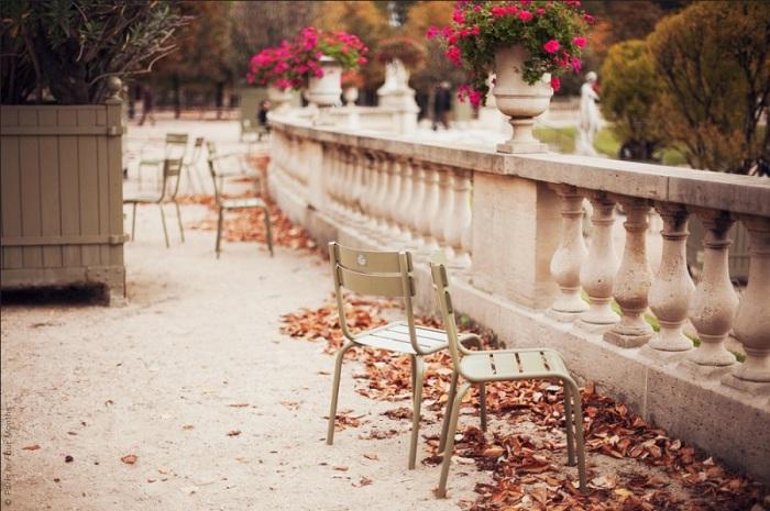 Благодатное время прохлады и романтичных дождей для прогулок и посещения выставок.