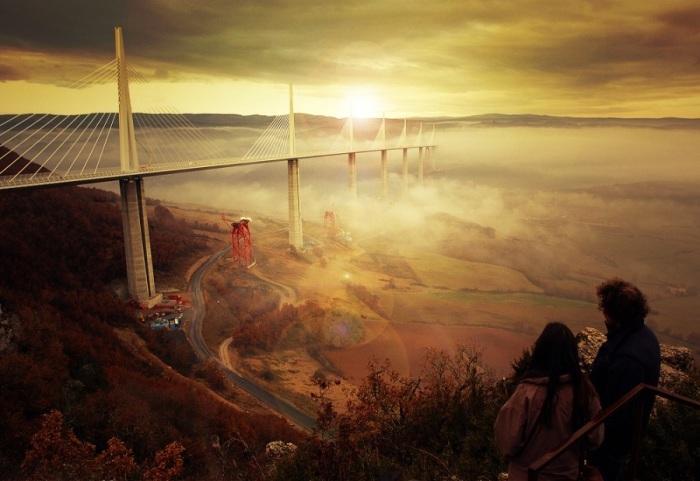 Самый высокий автомобильный мост в мире, высотой в 343 метра, проходящий через долину реки Тарн вблизи города Мийо в южной Франции.