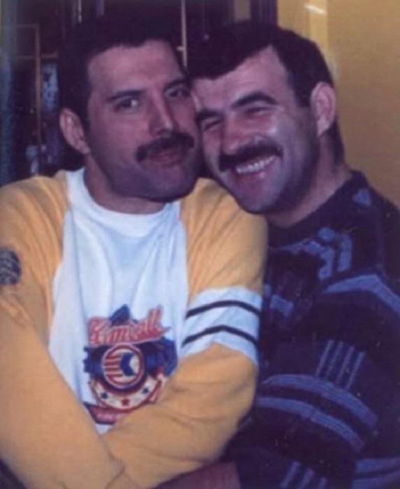 Верный друг оставался рядом с Фредди Меркьюри до самой смерти знаменитого музыканта.