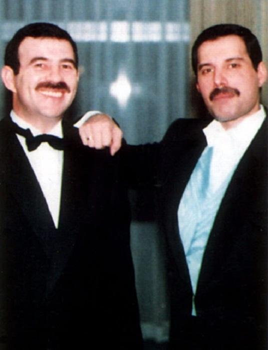 Фредди Меркьюри носил на пальце обручальное кольцо, подаренное ему Джимом Хаттоном.