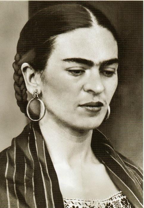 Фрида Кало очень любила серьги-кольца.