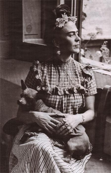 Фрида и собачка Холо.