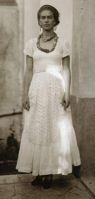 Редкая фотография Фриды Кало после ссоры с мужем.