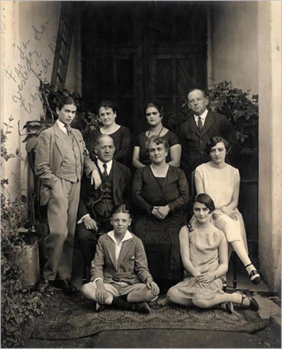 Портрет семьи Кало, сделанный в феврале 1927 года.