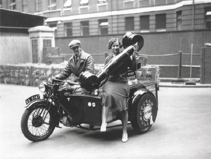 Оригинальный мотоцикл с телефонной трубкой и колесом, для набора номера.