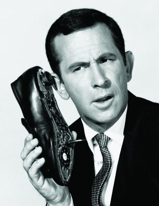 Телефон спрятанный в подошве ботинка.