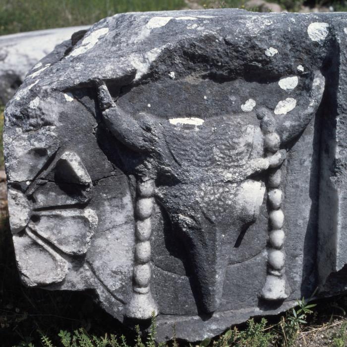 Фрагмент фриза святилища великих богов. Самофракия.