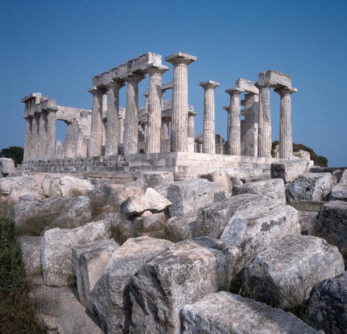 Один из красивейших храмов античной Греции.