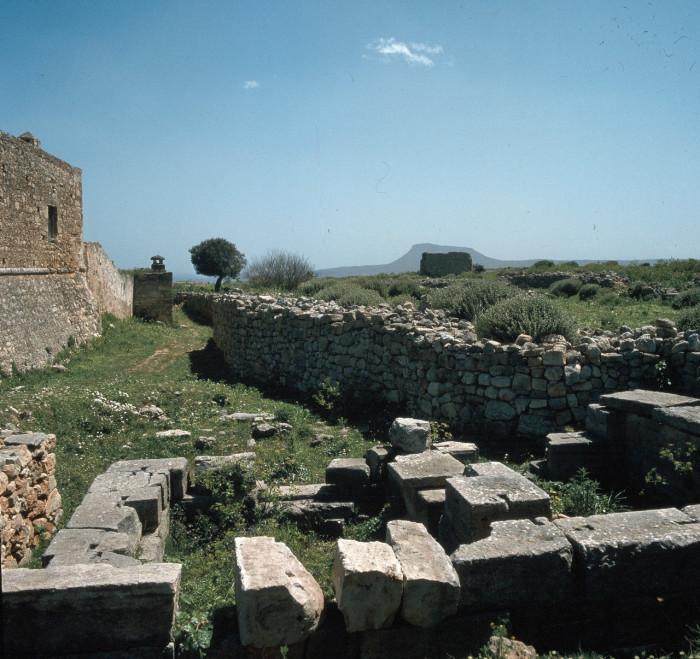 Развалины небольшого храма, посвящённого богине Деметре на острове Крит.