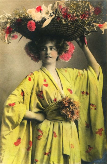 Чудесный цветущий образ счастливой женщины.