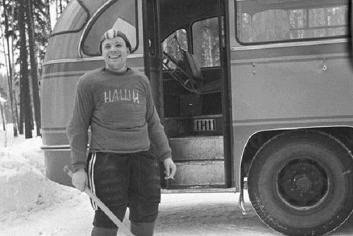 Юрий, как капитан хоккейной команды космонавтов «Наши», 1963 год.