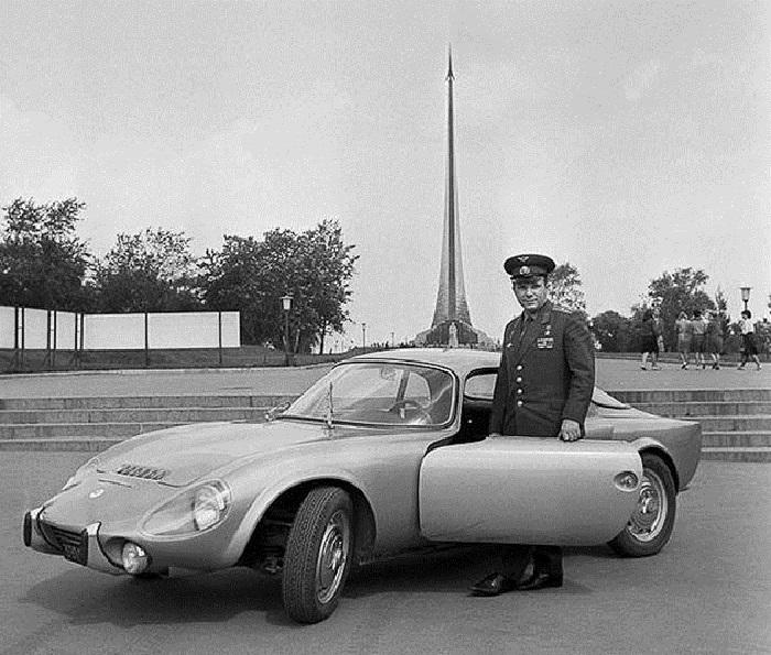 Подарок французской компании Matra: спортивный автомобиль Matra Djet, 1965 год.