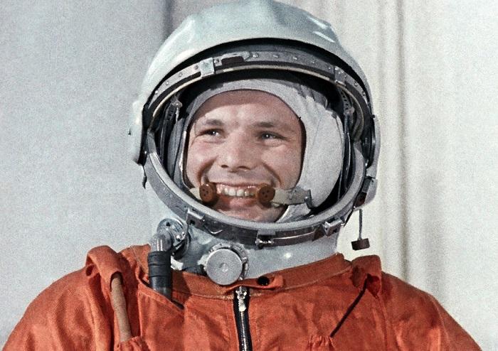 16 Фотографий из жизни советского лётчика-космонавта Юрия Гагарина.