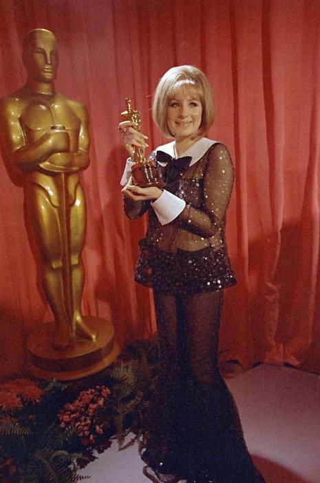 Барбра Стрейзанд- американская певица и актриса, также достигшая успеха как композитор, режиссёр.
