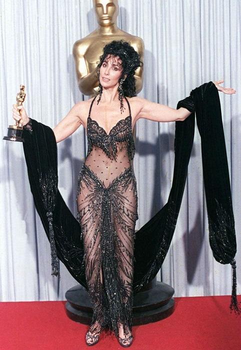Шер является одной из немногих артисток, в копилке наград которых одновременно присутствуют самые почетные и престижнейшие награды, такие как «Оскар», «Грэмми», «Эмми» и «Золотой Глобус».