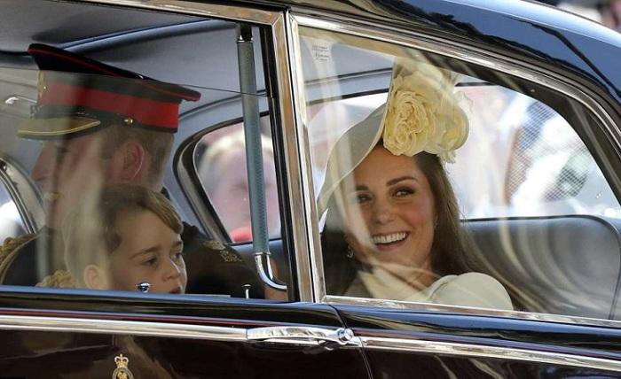 Kate e William e seu filho de quatro anos, o príncipe George.