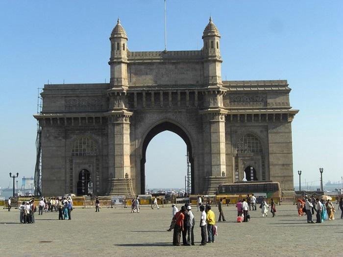 Базальтовая арка в индо-сарацинском стиле.