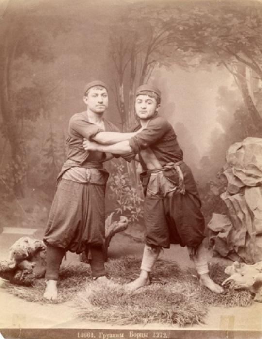 Грузинское национальное единоборство, борьба в одежде.