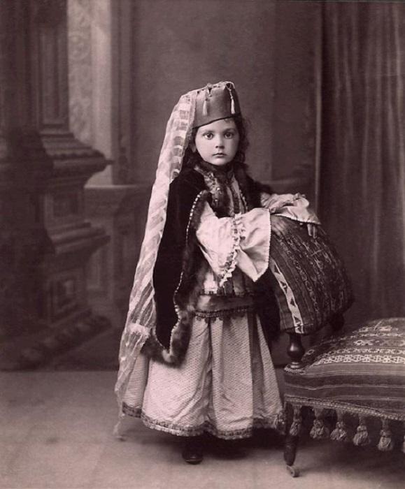 Принцесса в татарском костюме.