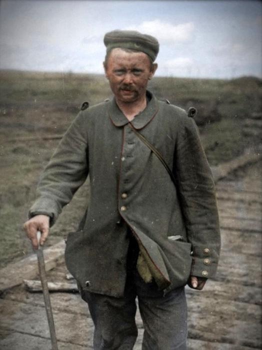 Солдат, захваченный в плен английскими подразделениями во время битвы за Ипр.