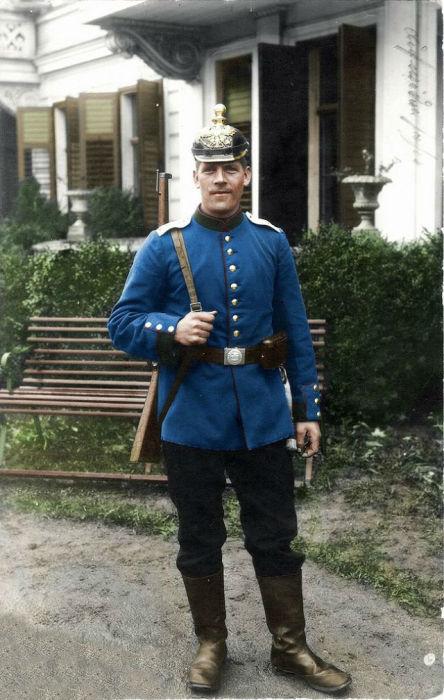 Солдат в немецкой форме времен Первой мировой войны.