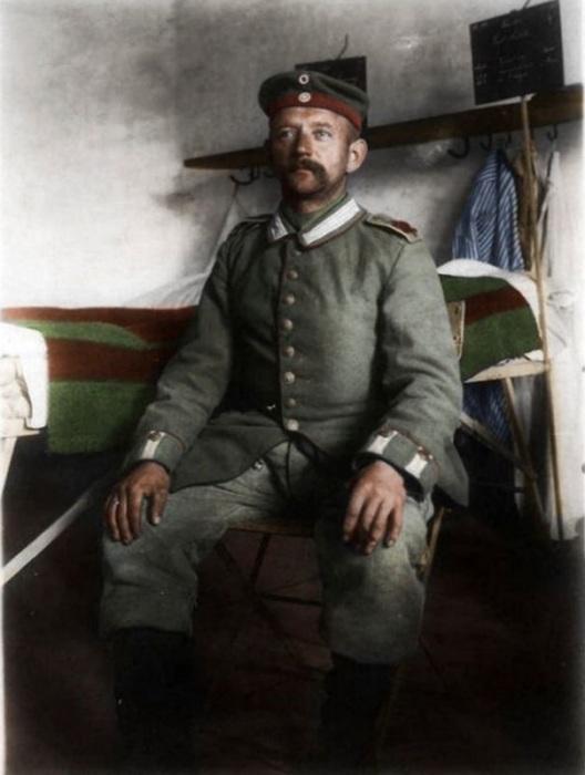 Солдат-гренадер из особого штурмового подразделения в форме.