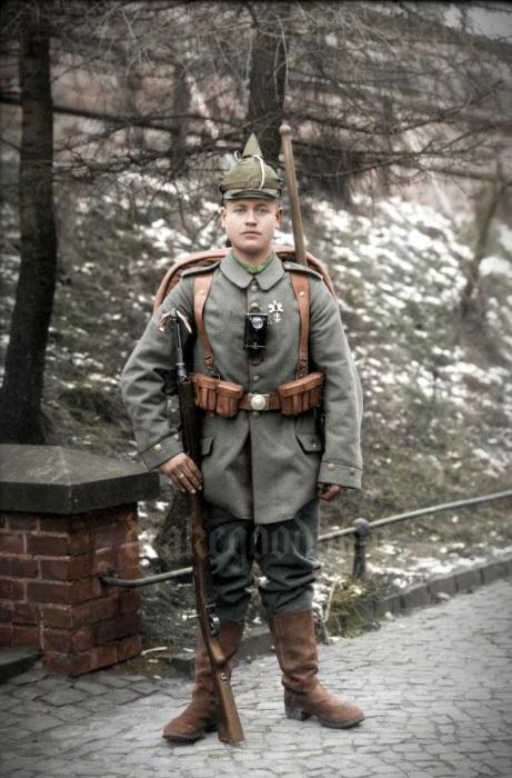 Портрет немецкого солдата в полном обмундировании.