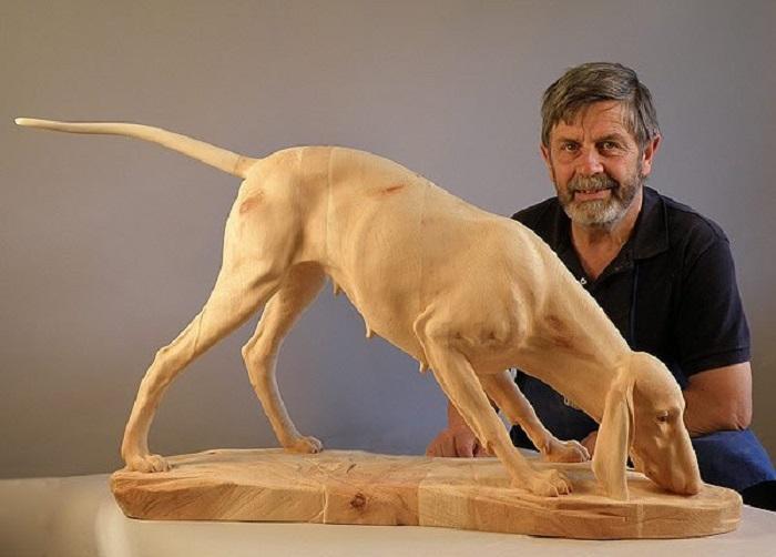 Гладкошерстная легавая, выполненная австрийским скульптором Джузеппе Румерио (Giuseppe Rumerio). | Фото: wood-sculptor.info