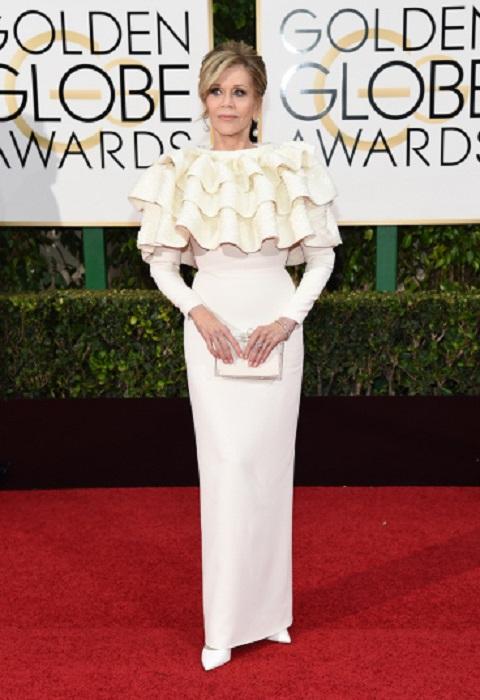 У 78-летней Джейн Фонды шикарная фигура, но платье Yves Saint Laurent сделало актрису героиней шуток в Twitter.