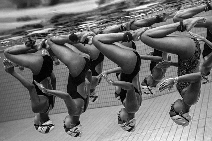 «Подводная грация» - команда по синхронному плаванию из Сингапура.