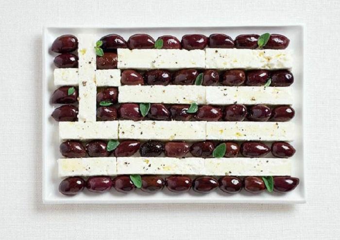 Оливки и сыр фета.