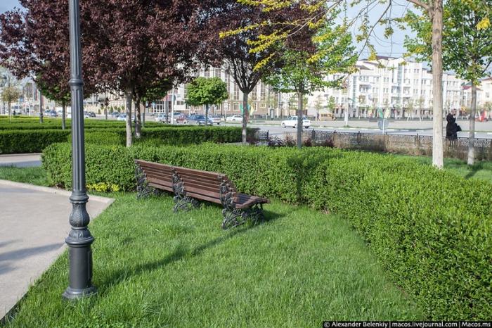 Общегородские субботники помогают содержать в чистоте улицы, кладбища, дороги города.