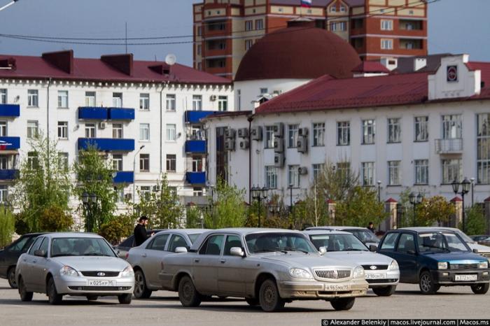 Подавляющее большинство автомобильного парка Чечни все модели Lada с небольшим количеством очень дорогих иномарок.